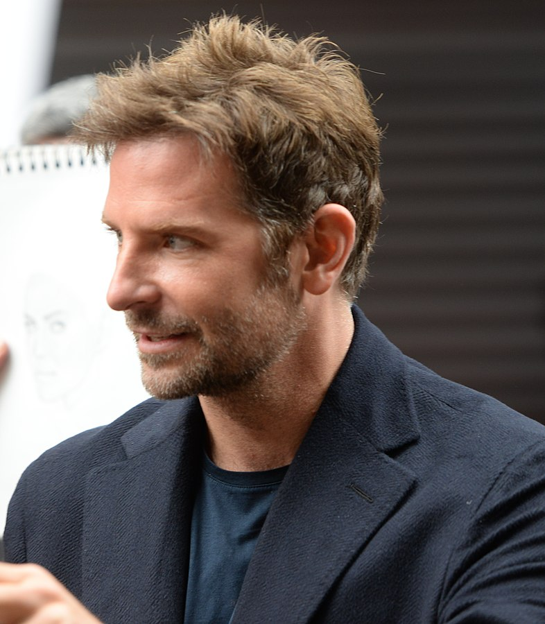 786px-Bradley_Cooper_(29670050807)_(cropped)_(cropped)-min (1)